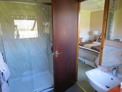 En-suite shower room in King bedroom