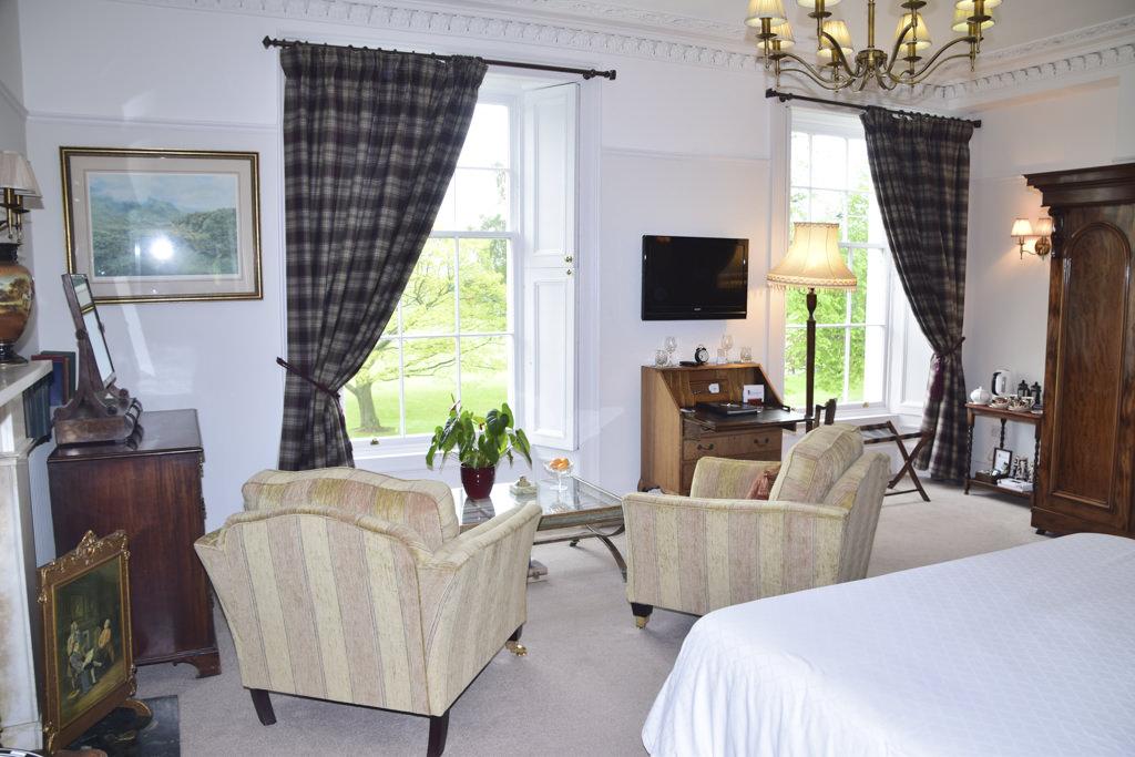 Deluxe bedroom overlooking Inch Park