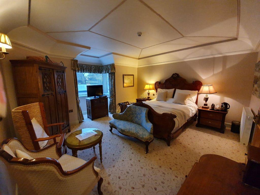 Scarrataing Bedroom