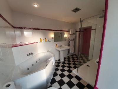 Tjaldr Bathroom