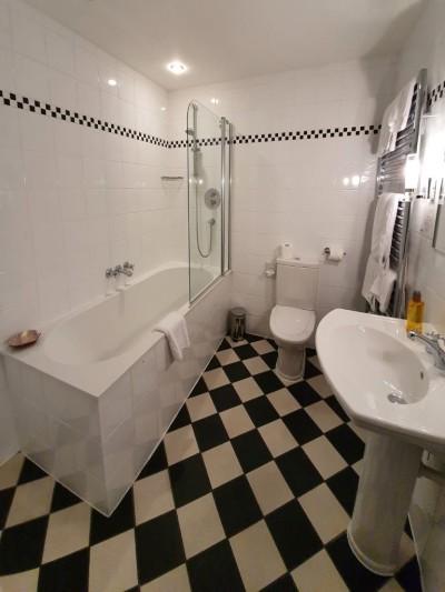 Yetlin Bathroom