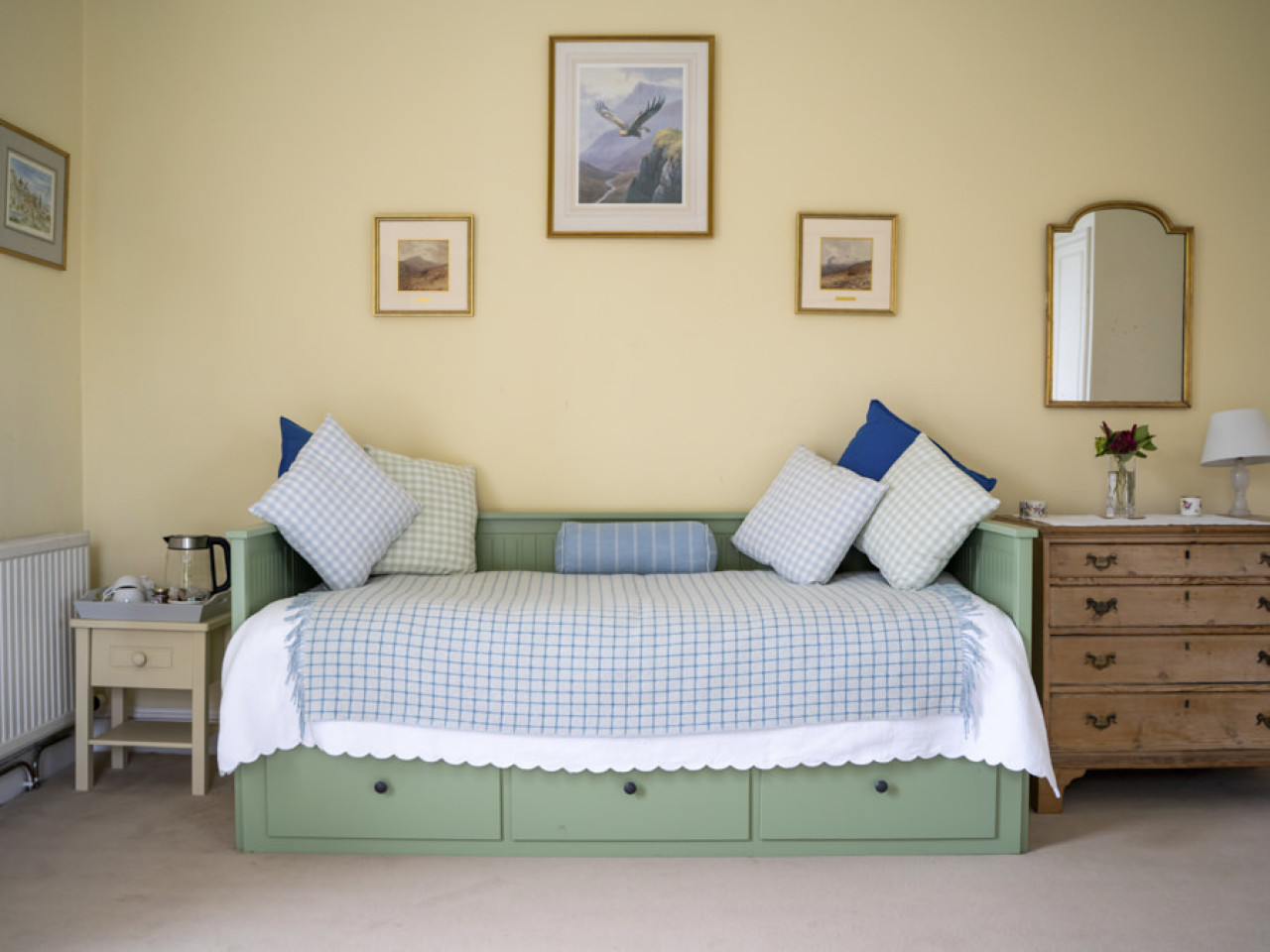 The Reed View - day bed