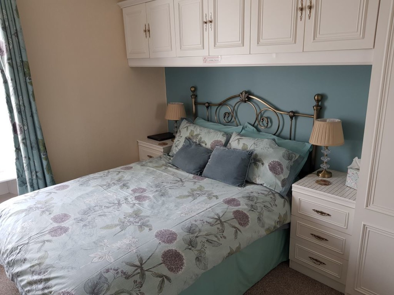 Turquoise room small double room with en-suite shower room, includes toiletries, hairdryer m, tv and hospitality tray including homemade