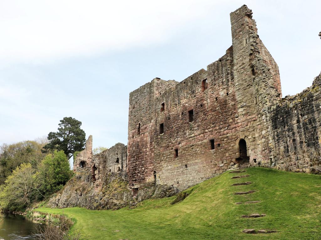 Activity Hailes Castle