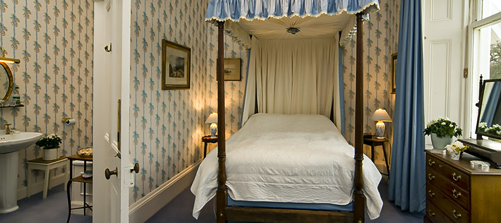 Four poster Double  bedroom
