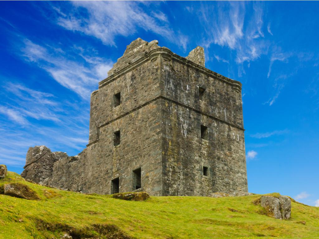 Activity Carnasserie Castle
