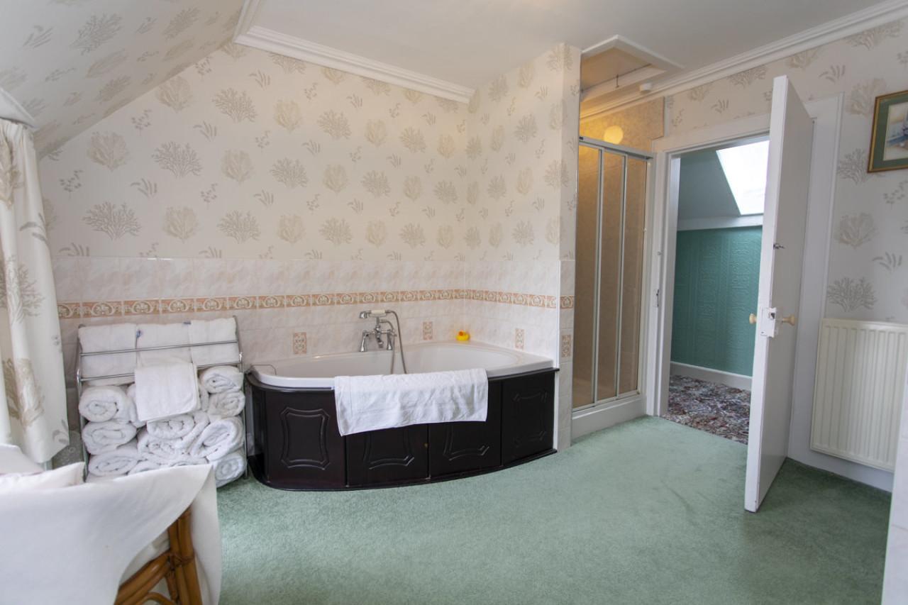 BathroomInPurgavieFarmAngusScotland