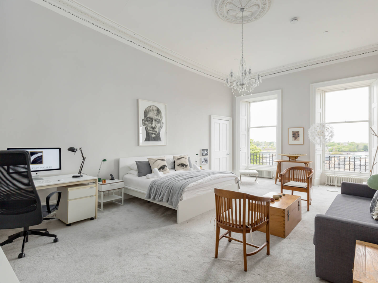Canonmills Suite with Super Kingsize bed